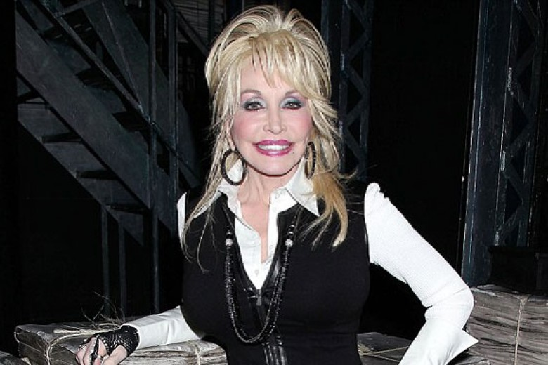 Dolly Parton Kecelakaan Mobil