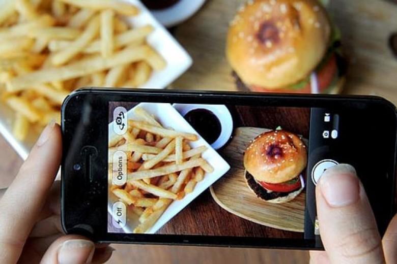 Berhentilah Memotret Makanan