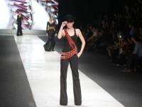 Fantasi dan Diva di Hari Kelima Jakarta Fashion Week