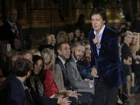 Tamu Spesial Stella McCartney di Paris Fashion Week