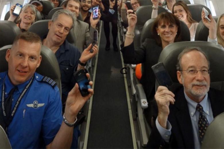 AS Izinkan Penggunaan Gadget di Pesawat