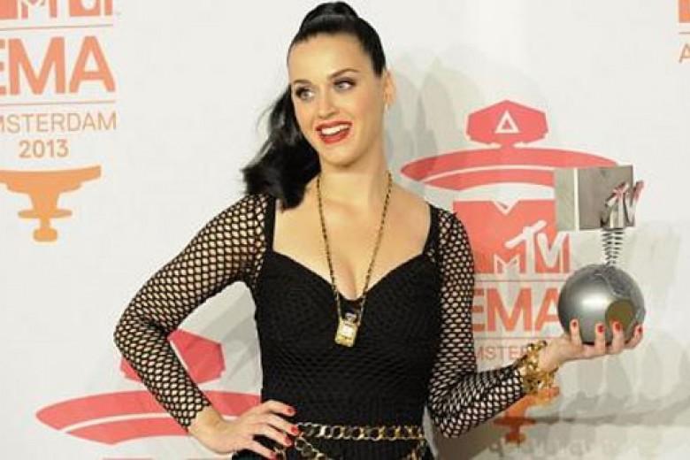 Katy Perry Berjaya di MTV EMA 2013