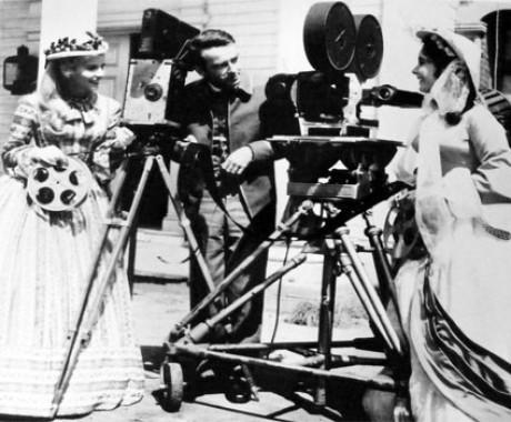 Hubungan Erat Film dan Kamera