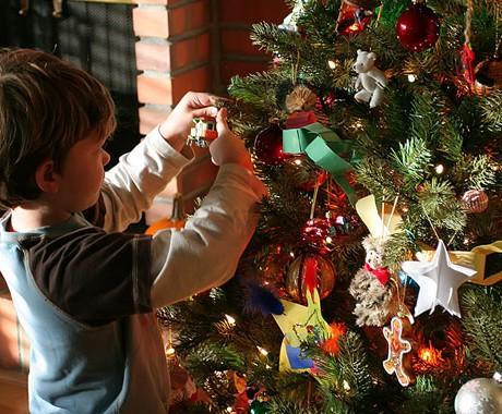 Pohon Natal Tradisi Modern