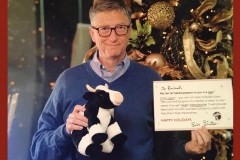 Sambut Natal, Bill Gates Jadi Sinterklas