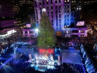 Rockefeller Center Nyalakan Pohon Natal Terbesar NYC