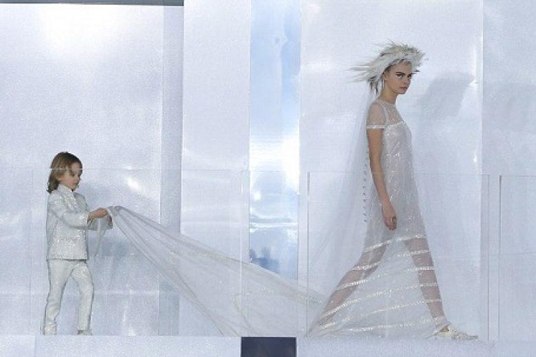 Gaun Pernikahan Sporty ala Chanel