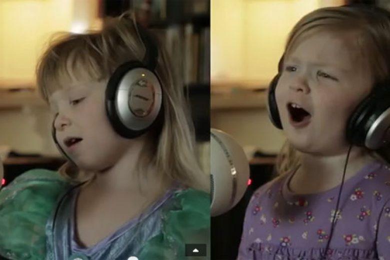 Kocaknya Duo Cilik Nyanyikan Lagu Disney