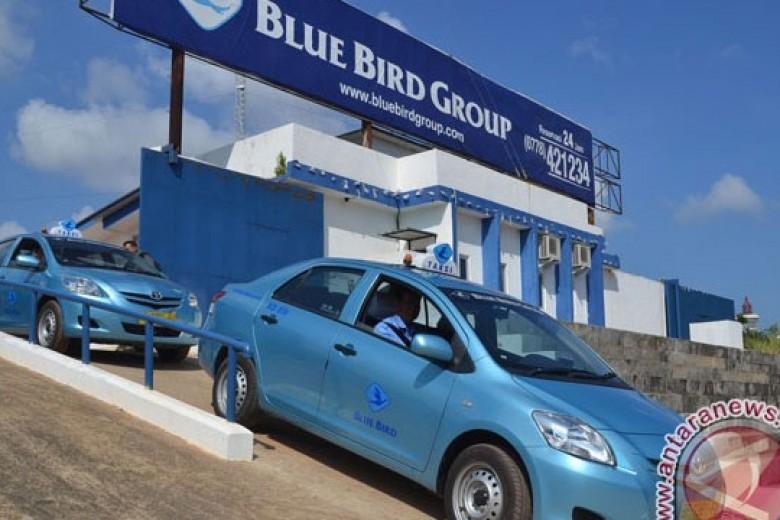 Ribuan Pelanggan Blue Bird Pesan Taksi Lewat Ponsel