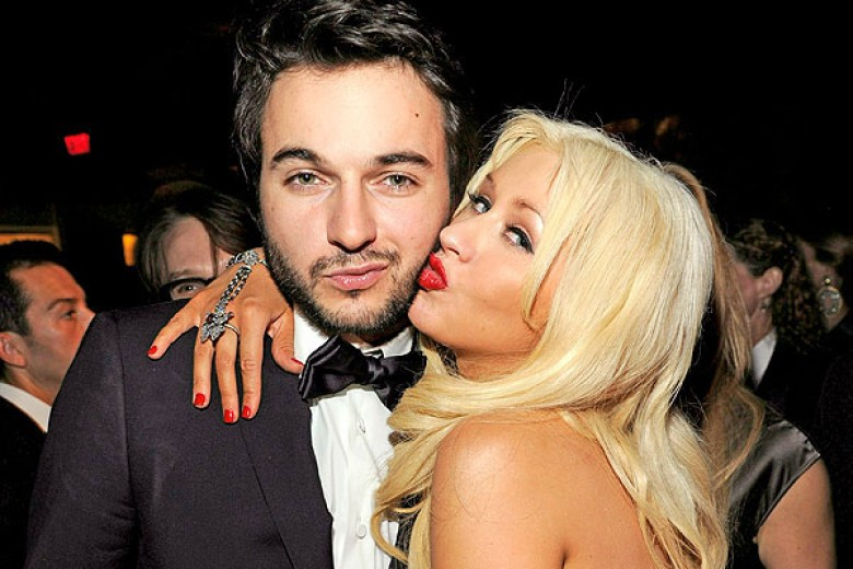 Christina Aguilera Tunangan Karena Hamil?