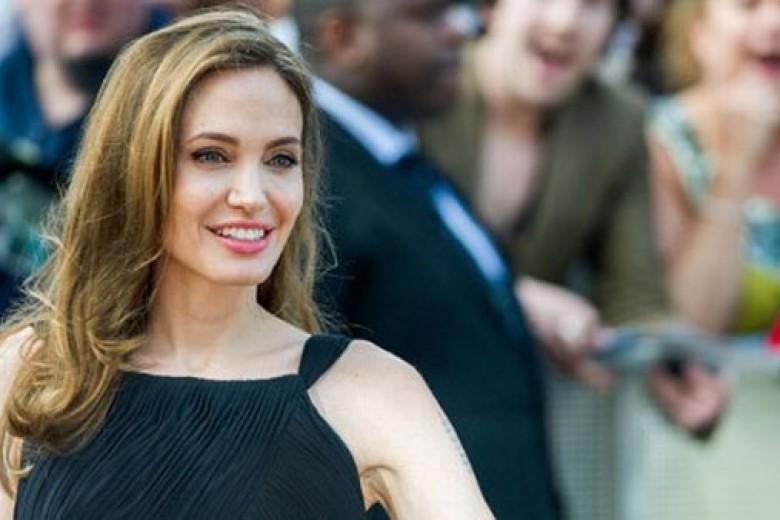 Curhat Setahun Angelina Jolie Angkat Payudara