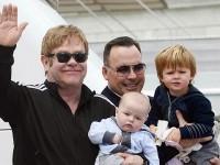 Mei, Elton John Akan Nikahi Sesama Jenis