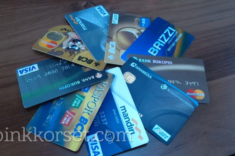 Orang Indonesia Hobi Belanja dengan Kartu
