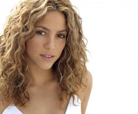 Shakira Pernah Dilarang Nyanyi