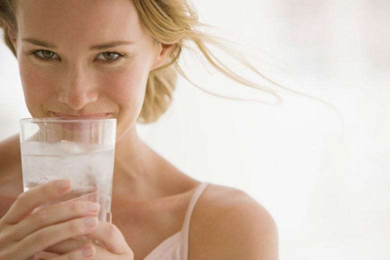 Tujuh Manfaat Baik Air Putih