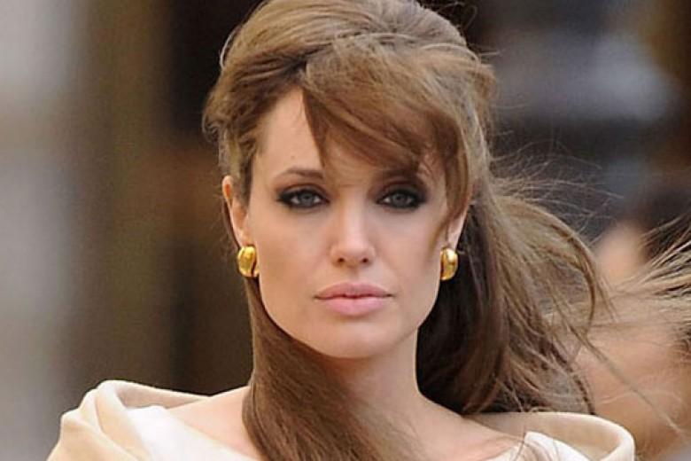 Angelina Jolie (Mungkin) Tak Nikahi Brad Pitt