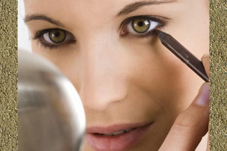 Kesalahan Terbesar Saat Menggunakan Eyeliner