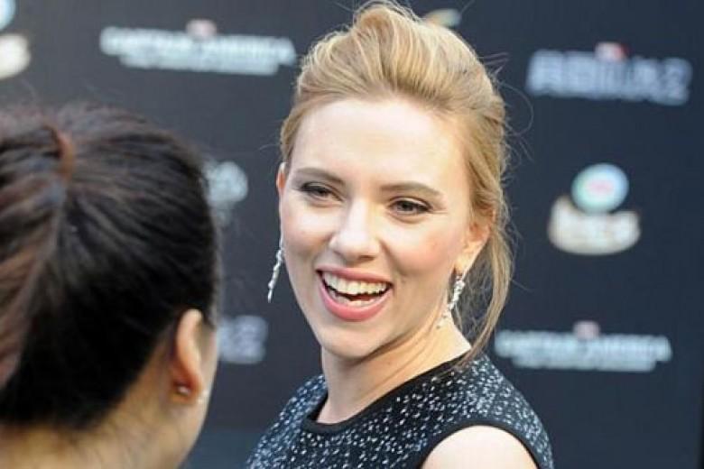 Scarlett Johansson Tuntut Novelis Prancis