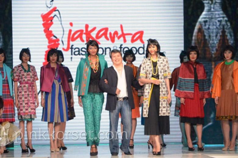 'Sumatera ke Sulawesi' Buah Karya Stephanus Hamy