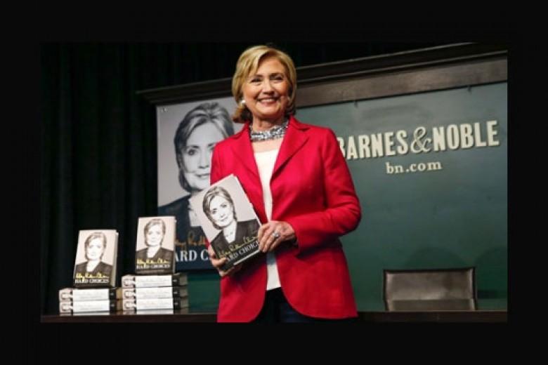 Hillary Clinton Luncurkan Memoar di NYC