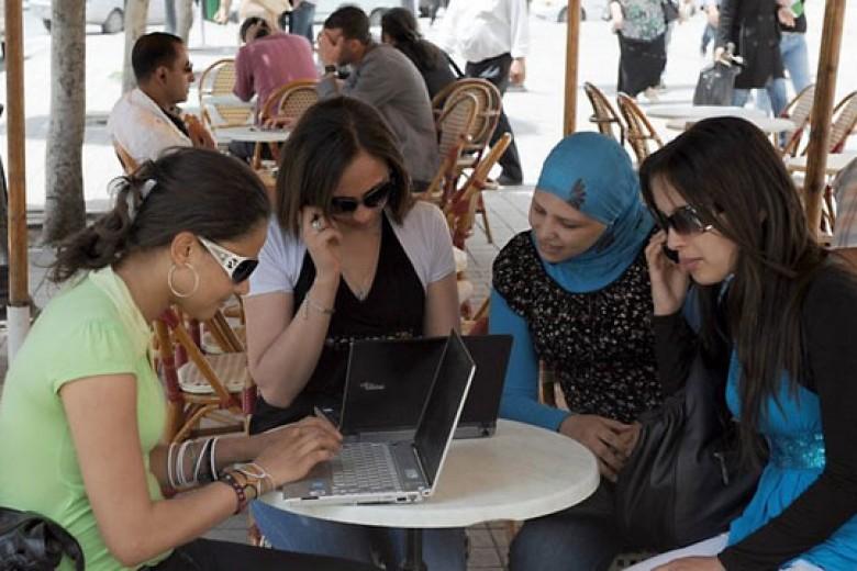 Irak Blokir Facebook dan Twitter