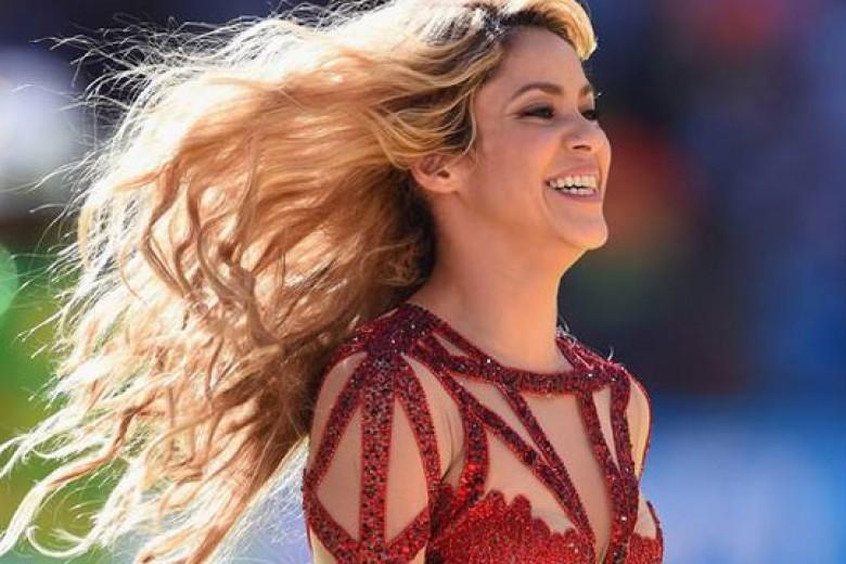Shakira Hebohkan Penutupan Piala Dunia