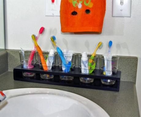 Jauhkan Sikat Gigi dari Toilet!