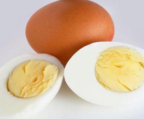 Cara Mudah Bedakan Telur Mentah dan Rebus