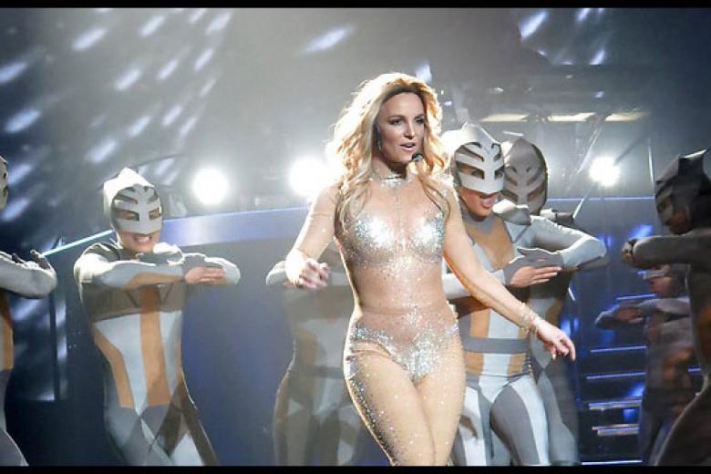 Duh, Britney Spears Salah Lipsync (Lagi)