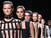 Balmain Tantang Sensor di Paris Fashion Week