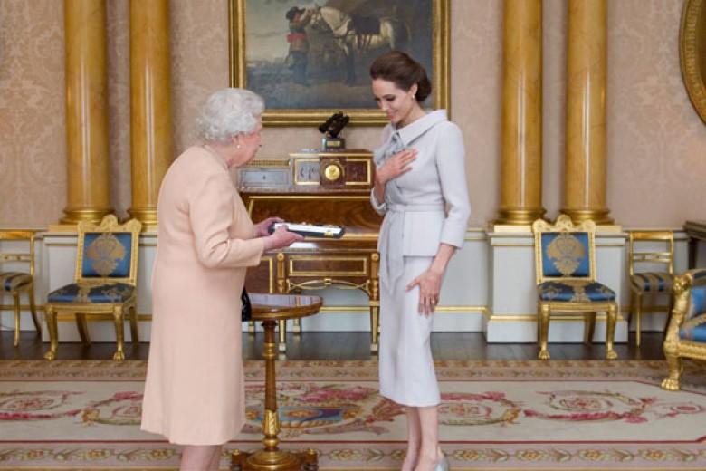 Angelina Jolie Jadi Warga Kehormatan Kerajaan Inggris
