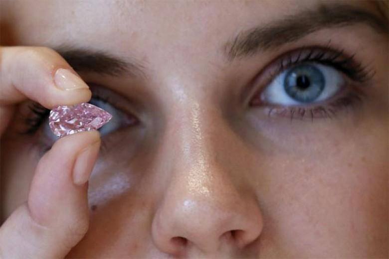 Wow, Lelang Berlian Ini Pecahkan Rekor!