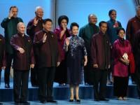 Pakaian Kepala Negara di APEC Bikin Heboh