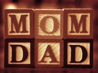 Kata 'Mom' dan 'Dad' Masih Misteri