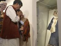 Malala Tangisi Seragam Penuh Darah