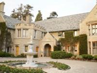 Playboy Mansion Dijual dengan Satu Syarat