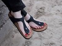 Bergaya Dengan Sandal Ayah