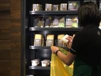 Starbucks Donasikan Makanan Lebih