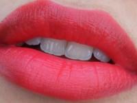 Lipstik Matte yang Lembabkan Bibir