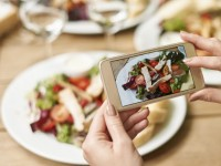 Sukses Berjualan Makanan di Media Sosial