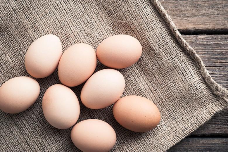 Di Mana Sebaiknya Simpan Telur Mentah?