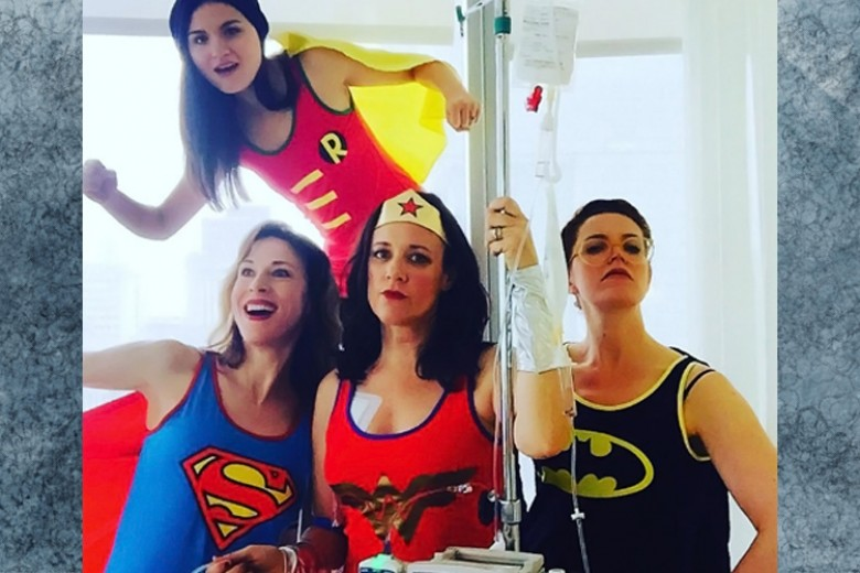 Pasien Ini Berfoto Unik Saat Kemoterapi