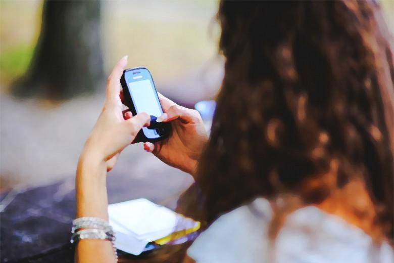 Lima Rasa Sakit Ini Disebabkan Ponsel