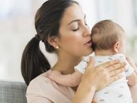 Pelukan Ibu Tenangkan Bayi