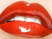 Menjaga Warna Lipstik Tahan Lama
