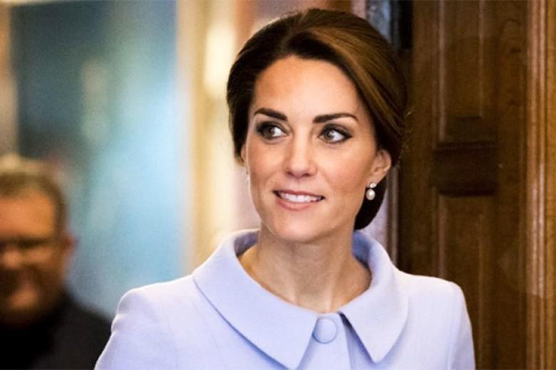 Ketika Kate Middleton Naik Pesawat Umum