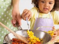 Ajak Anak Masak, Repot atau Bermanfaat?