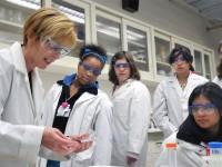 Ubah Persepsi Perempuan di Bidang Sains