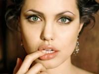 Tips Membuat Bibir Lebih Tebal