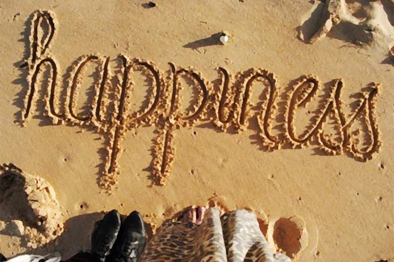 Sumber Kebahagiaan, Cinta Atau Uang?